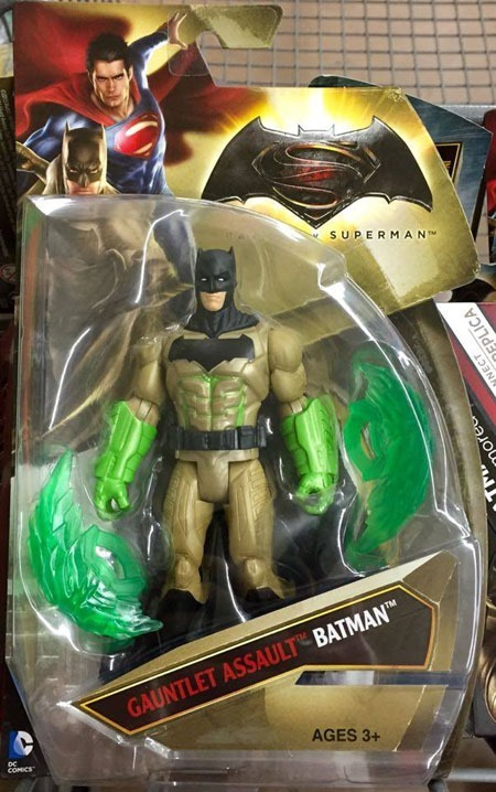 superman_v_batman_toys_gauntlet_assault_batman_front
