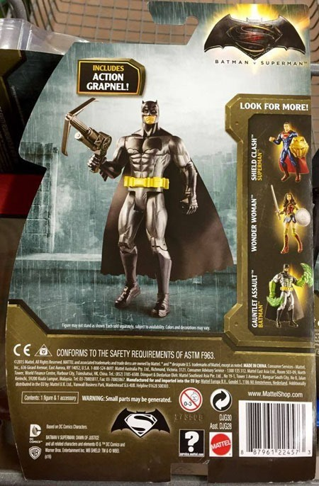 superman_v_batman_toys_grapnel_blast_batman_back