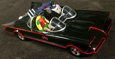 batman66_batmobile_batman_robin_right
