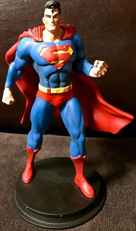 superman_icons_statue_01