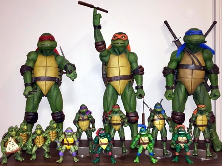 neca_leoandmikey0221_movie_turtles_shelf