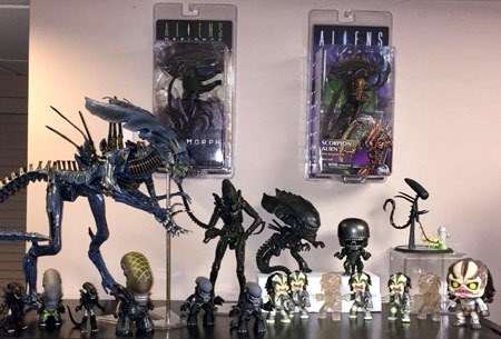 neca_aliens_alienqueen_aliens_shelf